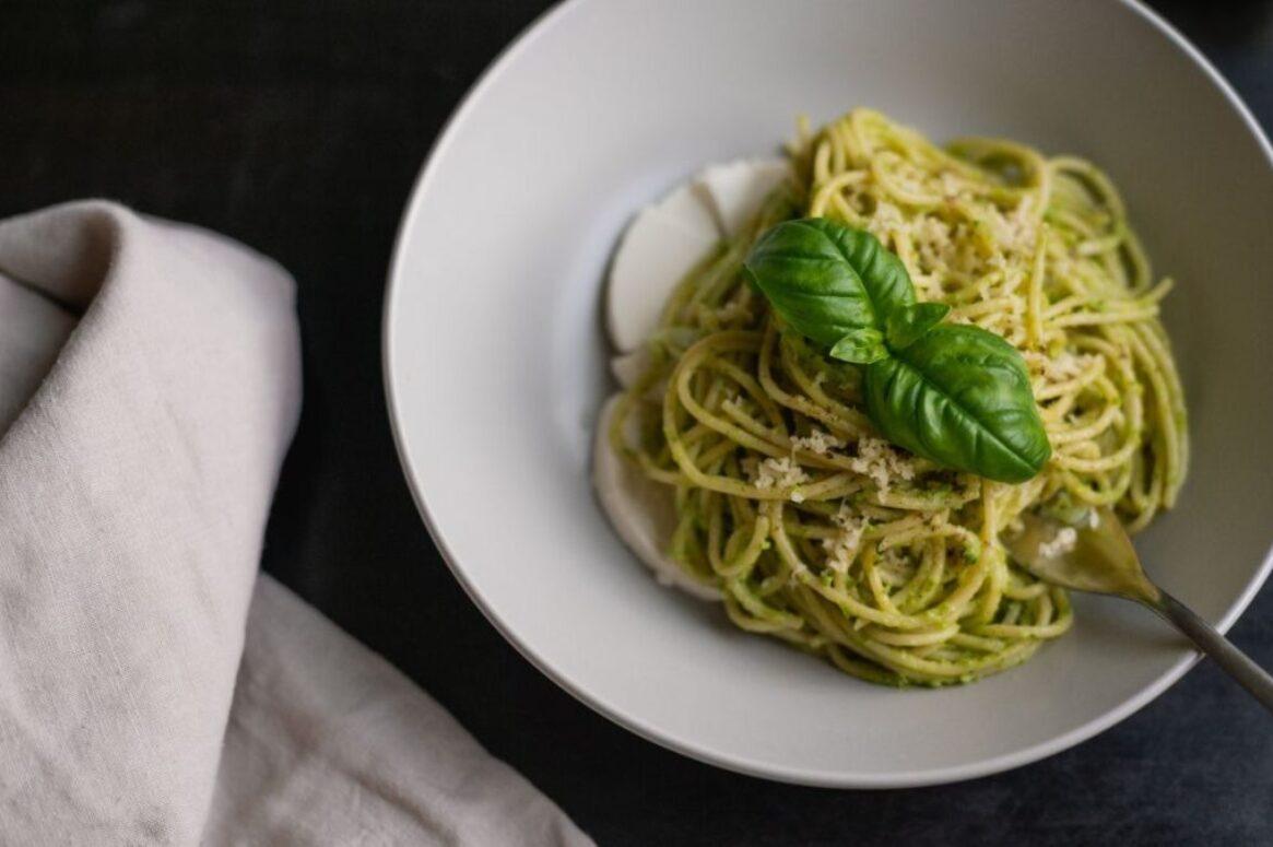 Bärlauch-Mandel-Pesto mit Nudeln